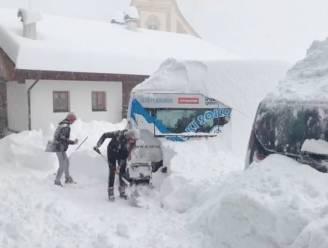 Dik pak sneeuw voor de Alpen, skiën kan alleen in Zwitserland