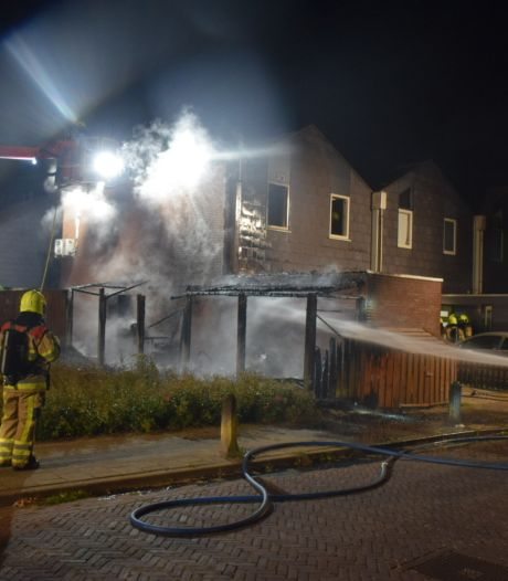 Veel schade aan woning Nijmegen na nachtelijke brand, bewoners ongedeerd