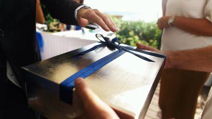 Jaloerse collega geeft echtpaar bom cadeau voor huwelijksfeest na mislopen functie