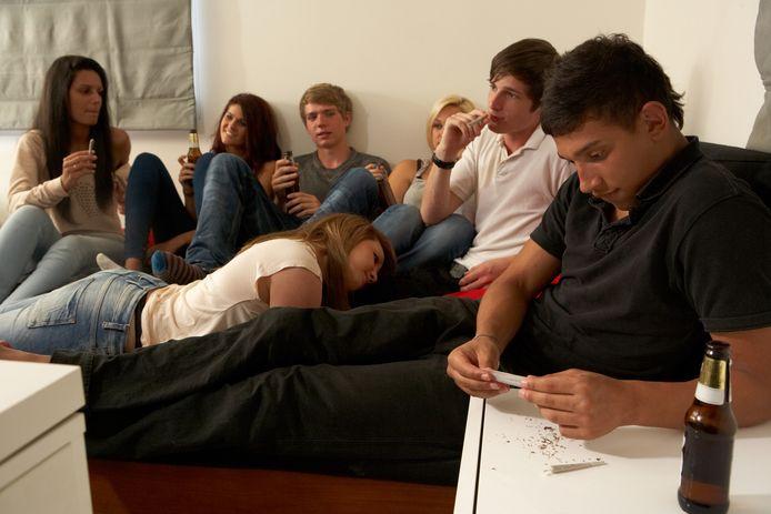 Wellicht staat u wel toe dat uw tienerkinderen alcohol drinken, maar niet dat ze wiet blowen. Maar is dat verstandig?