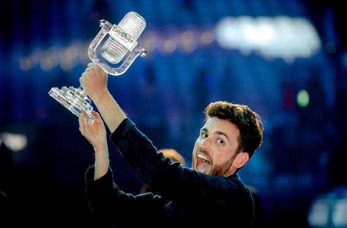 2019-05-19 00:11:16 TEL AVIV - Duncan Laurence op het podium nadat hij het Eurovisie Songfestival heeft gewonnen. De zanger stond in de finale met zijn lied Arcade. ANP KIPPA SANDER KONING
