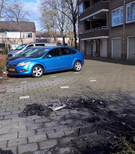 Bewoners willen actie na derde autobrand in Enschede: 'Wie doet nou zoiets?'
