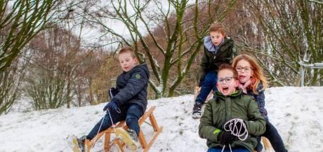 Sneeuwpret en mooie plaatjes: hoe Hilvarenbeekse Vrijthof wit kleurde