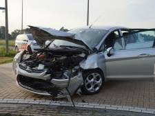 Ravage op Overlaatweg in Drunen na ongeluk met twee auto's