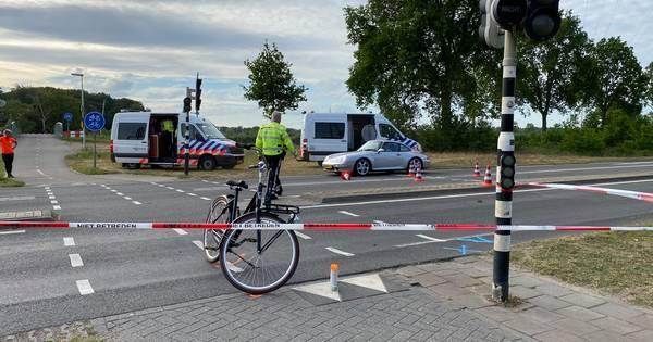Fietser gewond na aanrijding met auto op de Oerdijk in Deventer.