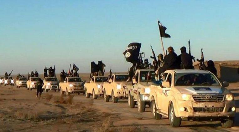 Strijders van IS vlakbij Raqqa. Beeld AP