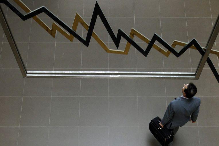 Een man op de aandelenbeurs in Athene. (Reuters) Beeld null