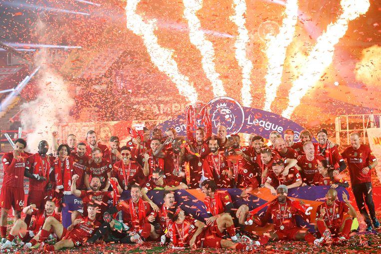 Ondanks een leeg stadion is het feest op er voor Liverpool niet minder om afgelopen woensdag.   Beeld AFP