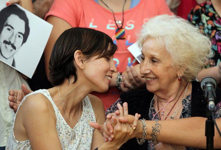 Adriana met Estela de Carlotto, de voorzitter van Grootmoeders van de Plaza de Mayo.