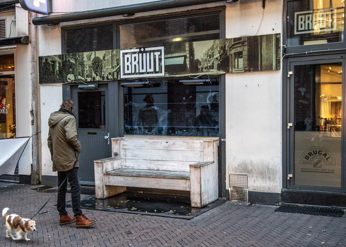 Café Bruut is op bevel van de rechter verzegeld.