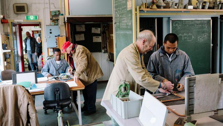 Experimentele werkplaats voor kansloze jongeren in Nieuwendam. Beeld Marc Driessen