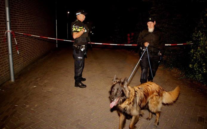 De politiehond werd ingezet op naar aanwijzingen te speuren