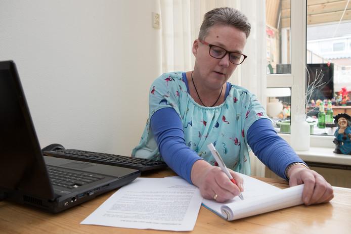 De Wijhese Gerja van Milgen (50) heeft na 60 sollicitaties nog geen nieuwe baan gevonden.