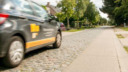 """Eerst vóór kasseien, nu worden ze er gek van: bewoners van de """"duurste straat van Sint-Niklaas"""" vragen knip in hun Hooimanstraat"""