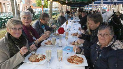 OpgewekTienen en RISO Vlaams-Brabant organiseren De Langste Eettafel
