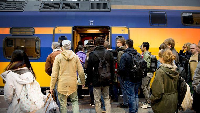 Overvolle trein op Rotterdam CS. Beeld anp