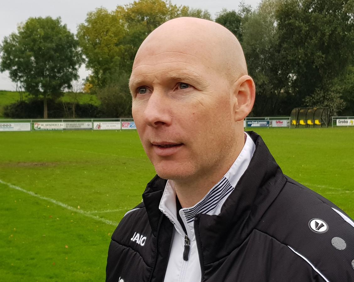 Trainer Serge Heuveling van SCE.