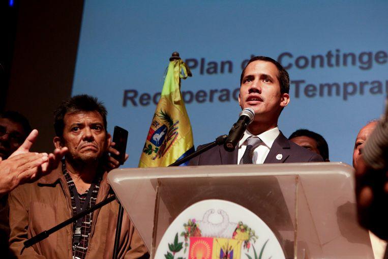 De Venezolaanse oppositieleider Juan Guaidó tijdens een toespraak vrijdag voor werknemers van de staatsoliemaatschappij PDVSA. Beeld Getty Images
