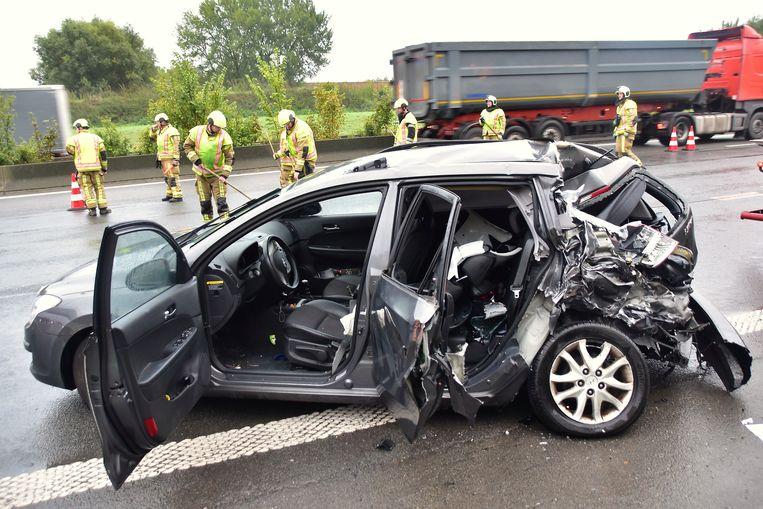 De aangereden Hyundai i30 liep bijzonder zware schade op.