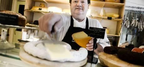 Hengeloër Frans van Dijken is dankzij zijn delicatessenzaak eindelijk weer onder de mensen, ondanks corona