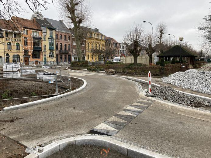 De nieuwe rotonde aan het oud tramhuisje krijgt al een beetje vorm.