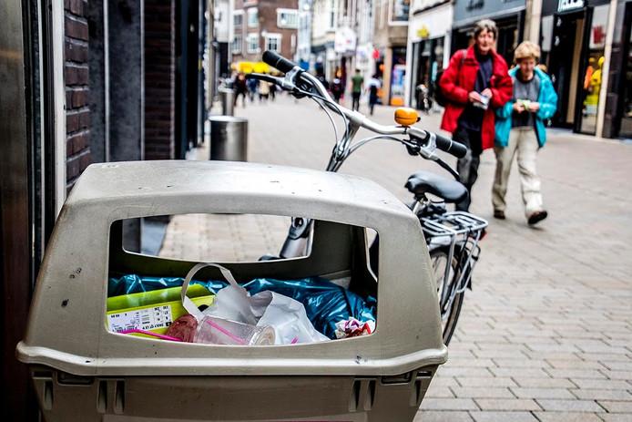 Afval aan de Heuvelstraat. Foto Jan van Eijndhoven