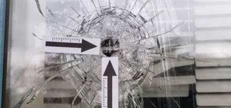 Flat in Zwolle is met luchtdrukpistool beschoten, buurt haalt schouders op