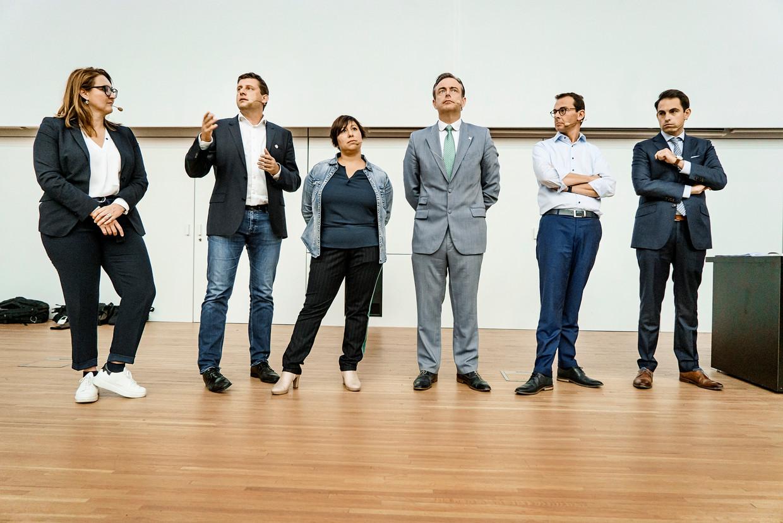 De voorzitters van de Vlaamse politieke partijen tijdens het openingscollege Politicologie van Carl Devos.