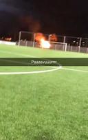 Het moment van de brand zoals deze rondging op sociale media: 'Paasvuurrr', zo schrijven de plaatsers bij de foto van en brandend stuk gras.