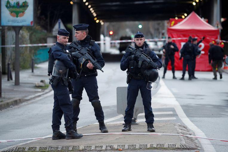 Franse politie bij Villejuif nabij Parijs. Beeld REUTERS