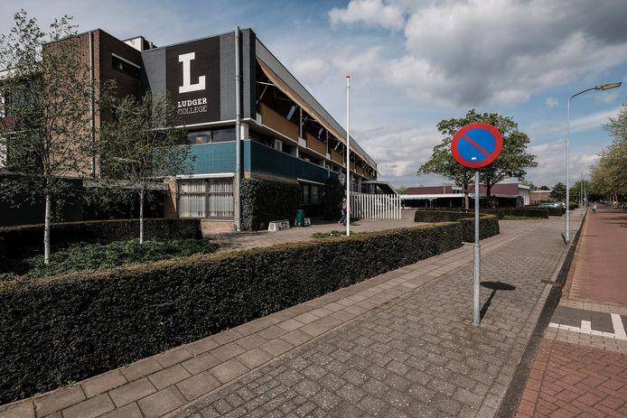 Het huidige gebouw van het Ludger College aan de Vondelstraat in Doetinchem. Dit gebouw is straks geen middelbare school meer.