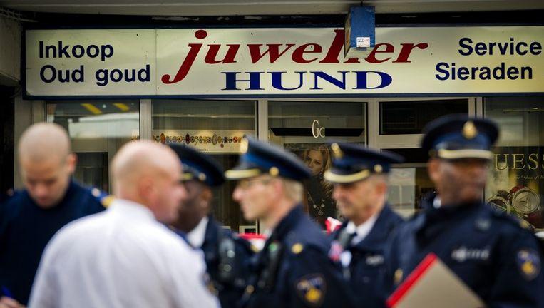 Afgelopen donderdag liet juwelier Fred Hund aan de Jan Evertsenstraat het leven na een overval. Foto ANP Beeld anp