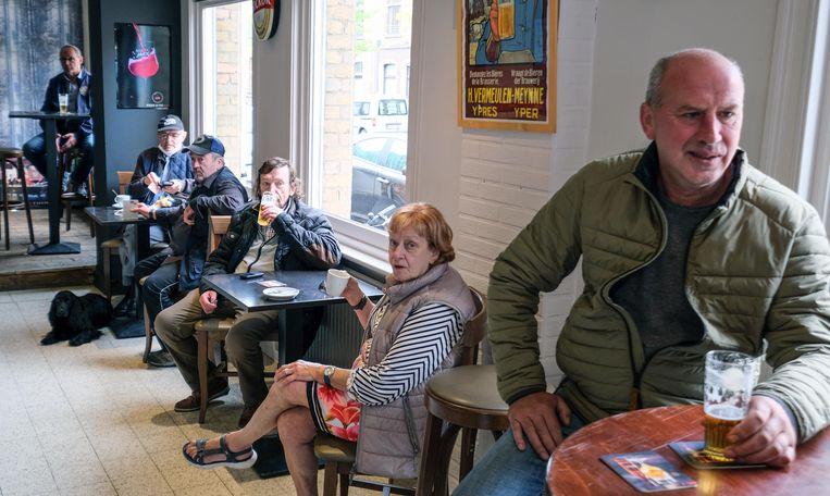 Al meteen een tien vaste klanten bij de heropening van café The Corner in Ieper.