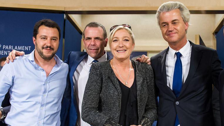 V.l.n.r. Matteo Salvini (Lega Nord), Harald Vilimsky (Freedom Party Oostenrijk) Marine Le Pen (Front National) en Geert Wilders (PVV) Beeld ap