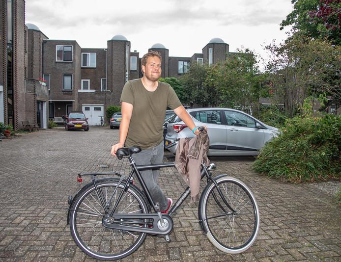 Martjan Kuit wil met zijn fietsroute door de Aa-landen de aandacht vestigen op bijzondere plekken, zoals hier in de Krekenbuurt.