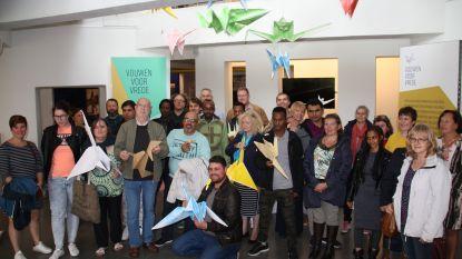 Belgisch record: 33.382 kraanvogels gevouwen. En ze vliegen woensdag naar Brussel