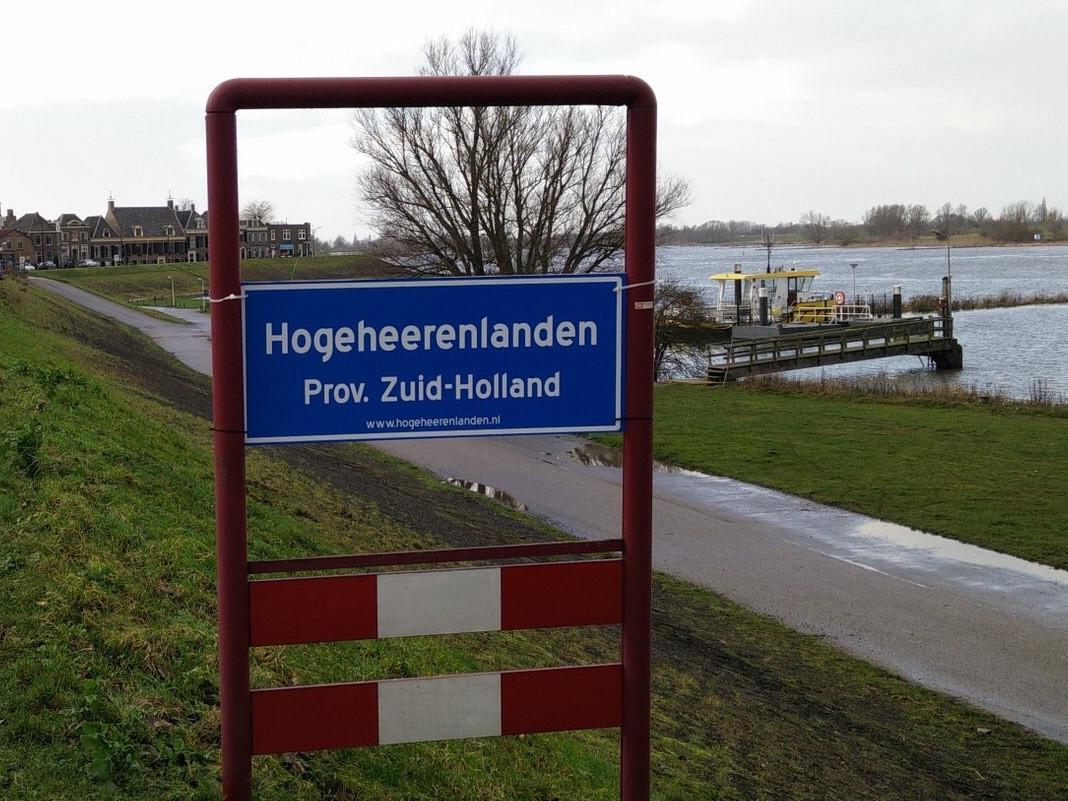 De borden staan in alle dorpen en steden van voormalig Zederik en Leerdam.