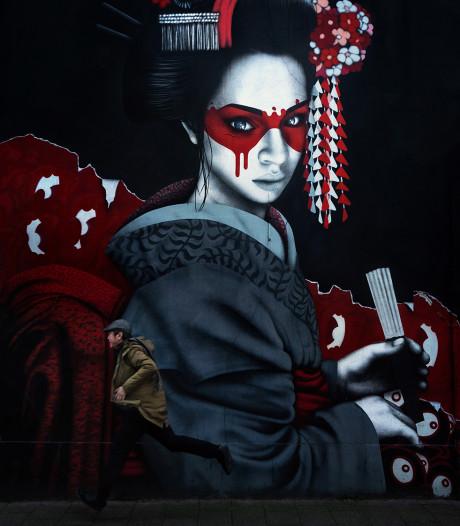 Chinese mantrazanger Song Song was 'even' op bezoek in Breda: 'Maar door corona worden het misschien vijf maanden'