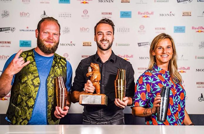 Rojin Bosma staat links op de foto met de andere prijswinnaars.