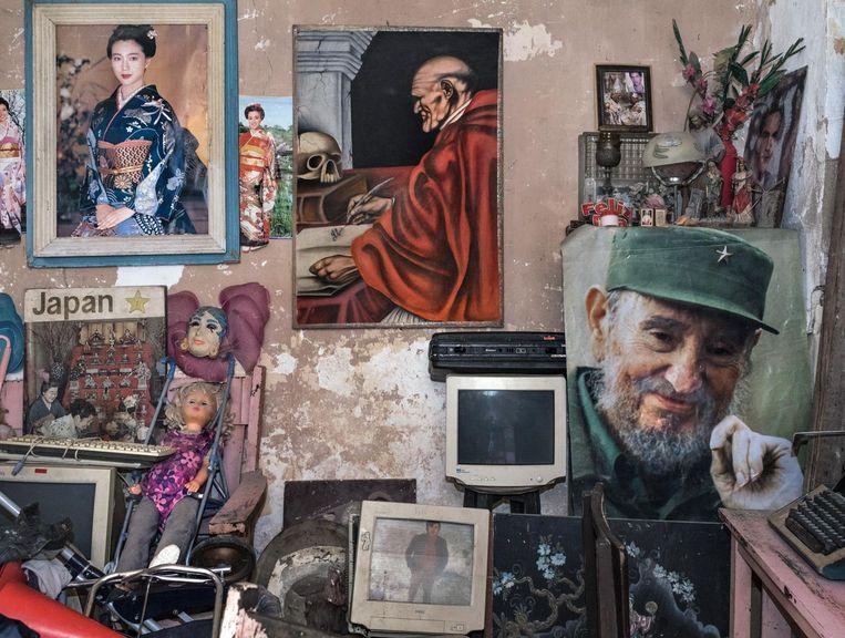 Drie maanden lang reisde De Keyzer door Cuba en legde vast hoe de macht van het communisme langzaam verdwijnt. Beeld Carl De Keyzer