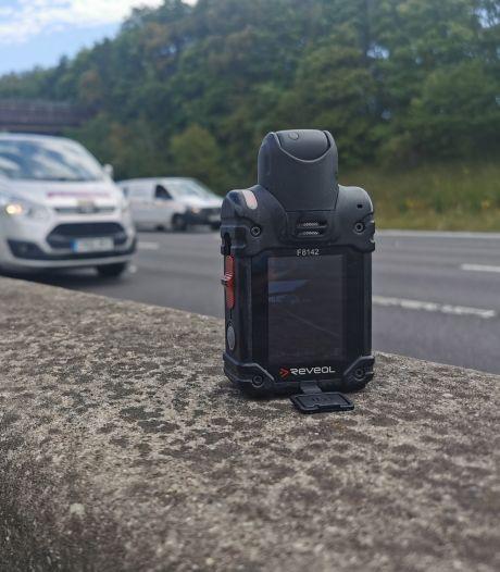 Britse politie maakt opnames van filmende 'rubberneckers' en deelt boetes uit