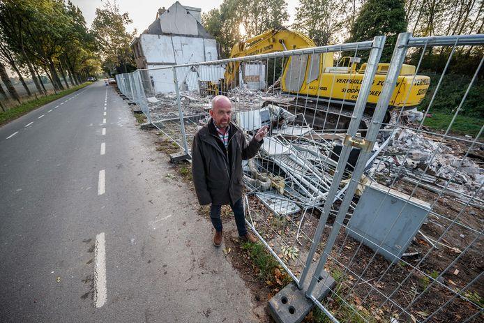 Richard van Eekelen, toen de panden naast zijn huis aan de Achterdijk net gesloopt waren voor de komst van de Noordelijke Randweg.