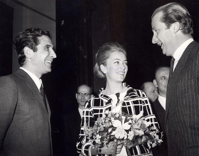 Albert en Paola in 1967 met de Franse zanger Gilbert Bécaud.