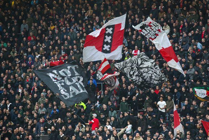 De supportersvereniging van Ajax vindt het onverantwoord om supporters naar Utrecht te laten reizen.