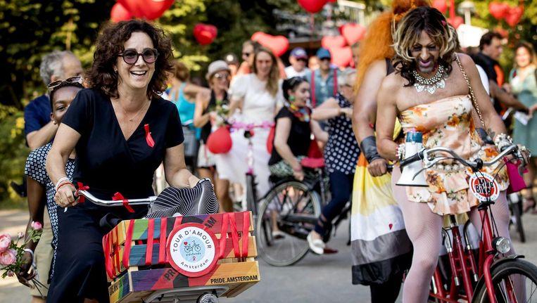 Femke Halsema op de fiets in een fietstocht voor de bestrijding van aids. Beeld ANP