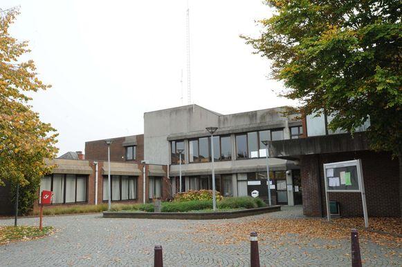 Het gemeentehuis van Kapelle-op-den-Bos.