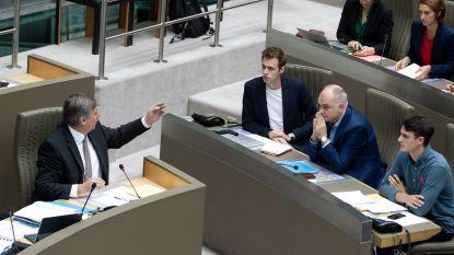 Meerderheid keurt Vlaams regeerakkoord goed na 'debat' zonder oppositiepartijen