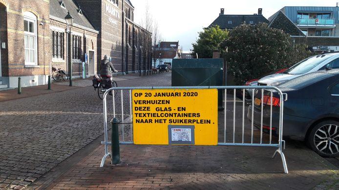 Containerpark nog bij het parkeerterrein van de AH in Sas van Gent.
