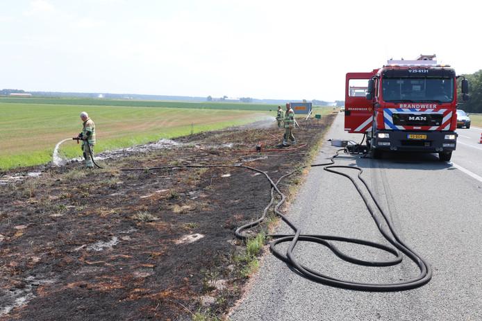 Een klapband bij een vrachtwagen zorgde voor een bermbrand langs de A6 bij Rutten.