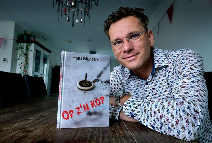 David Dullens wilde jaren een boek schrijven, maar hij had daarvoor de hulp van zijn schoolmeester nodig.